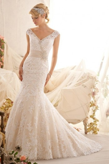 The front of the Acacallis Wedding Dress