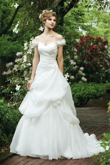 The front of the Aristata Wedding Dress